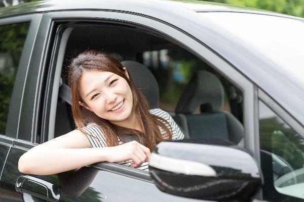 車 女性 ドライブ